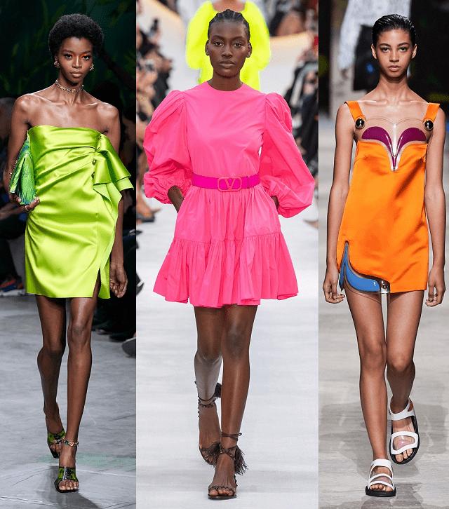 Vestidos mini en colores neón en la pasarela primavera-verano 2020