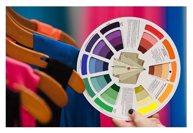 Círculo cromático: combinación de colores
